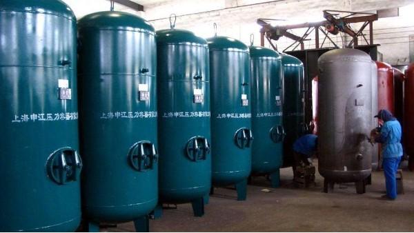螺杆空压机储气罐在压缩空气系统中有什么作用?